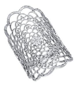 Ажурное кольцо из белого золота с бриллиантами 1011224