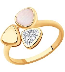 Кольцо из золота с бриллиантами и дуплетом из натурального кварца и перламутра 1011883-7